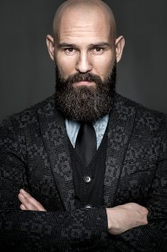 When many guys grow a beard, they think they have finally found the key to doing absolutely nothing when it comes to bathroom maintenance. Letting the beard grow is not a get-out-of-jail-free card for neglecting any type Bald Men With Beards, Bald With Beard, Full Beard, Long Beards, Shaved Head Styles, Shaved Head With Beard, Long Beard Styles, Brown Beard, Mens Facial