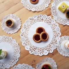 Our doilies are too cute. Zomg. Made in the USA! Craft, decorate, or use for food presentation. We <3 doilies. #pacificmerchants #doilies #tabledecor #paper #paperproducts #cute