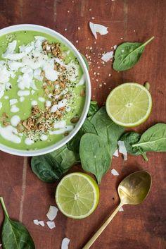 Green Tea Lime Pie Smoothie Bowl #healthy #greentea #smoothiebowl