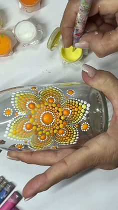 Dot Painting Tools, Glass Painting Patterns, Stone Art Painting, Dot Art Painting, Mandala Art Lesson, Mandala Drawing, Mandala Painting, Bottle Painting, Bottle Art