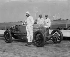 Circa 1925 Earl Cooper standing next to his Miller race car at Laurel Maryland Board Track Indy Car Racing, Indy Cars, Classic Race Cars, Old Race Cars, Vintage Race Car, Vintage Auto, Courses, Fast Cars, Photos