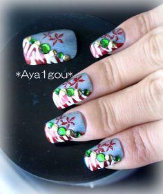 Yadorigi Christmas party nails by Aya1gou on Etsy, $17.50