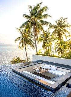 Infinity Edge | Pool Ideas - Conversation Pit - Retro Design - Home Interior
