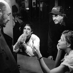 Héctor Elizondo, Al Pacino, director Garry Marshall and Michelle Pfeiffer chatting on the set of Frankie and Johnny (1991)