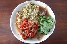 「ナポレオンフィッシュ」は店名からして「?」。香港では高級魚のこの魚と、発酵料理、中国少数民族の料理がテーマ、と聞いても壮大&マニアックすぎて、どんなにかオドロオドロしい店かと思いきや……。お店はいたってカジュアル。