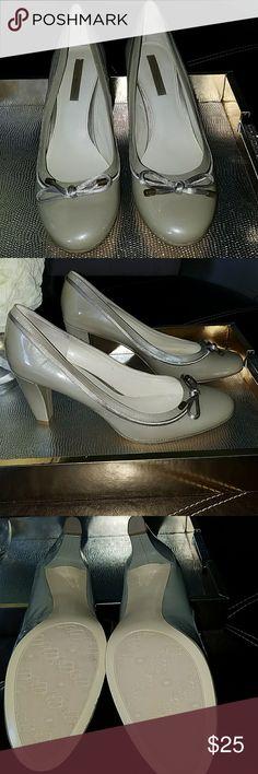 Bandolino heels Patent gray bowtie heels worn once Bandolino Shoes Heels