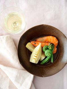 spring vegetables and shrimps cooked separately but served together on one dish: 春野菜とえびの炊き合わせ