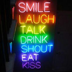 ...sonreír Risa Hablar Beber Gritar Comer Beso