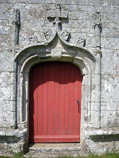 Chapelle Sainte-Brigitte, Grand-Champ, porte Sud-Est - Morbihan.  Brittany