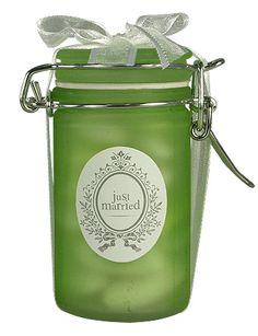 Nos pots en verre effet givré avec leur couvercle à fermeture hermétique seront le cadeau idéal à offrir à vos invités ! http://www.mariage.fr/pots-givres-contenant-dragees.html