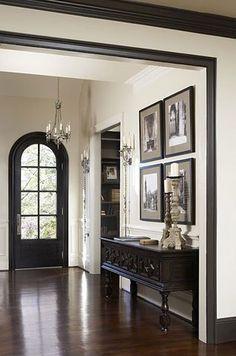 New interior door colors with dark trim hallways 56 Ideas Black Trim Interior, Interior Door Colors, Home Interior Design, Country Interior, Interior Doors, Dark Interiors, Wood Interiors, Sol Sombre, Dark Doors