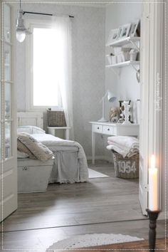 olohuoneen sisustus, maalaisromanttinen koti, sisustusblogi, vaalea koti, romanttinen sisustus Decor, Furniture, Interior, Home N Decor, White Decor, House Styles, Home Decor, White Interior, Interior Design