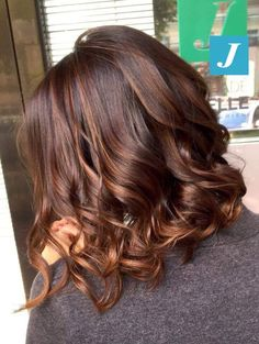 It's really important to choose the right hair style for you! Come and try these 48 latest fashion long hair styles Page 12 Hairstyle is part of Curly hair styles - Brown Hair Balayage, Hair Highlights, Brown Hair With Red Highlights, Redish Brown Hair, Auburn Highlights, Ombre Hair, Medium Hair Styles, Curly Hair Styles, Auburn Hair