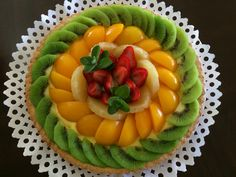 Do you like healthy desserts? Go and find out more in our article! Fresh Fruit Cake, Fruit Tart, Easy Cake Decorating, Cake Decorating Techniques, Tart Recipes, Dessert Recipes, Cooking Recipes, Fruit Birthday Cake, Food Art For Kids