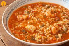 El arroz caldoso es un plato que se cocina en un recipiente que permite que tras la cocción de los ingredientes quede un sabroso caldo. Esta receta de arro Couscous, Deli, Quinoa, Side Dishes, Curry, Beans, Food And Drink, Low Carb, Rice