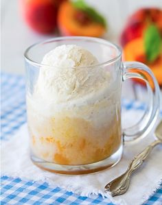 Mug cakes are great when you're craving a fast solo sweet treat. These easy mug cake recipes are quick to make, easy to clean up, and absolutely decadent. Mug Cakes, Cake Mug, Mug Recipes, Sweet Recipes, Cake Recipes, Dessert Recipes, Cooking Recipes, Batch Cooking, Köstliche Desserts