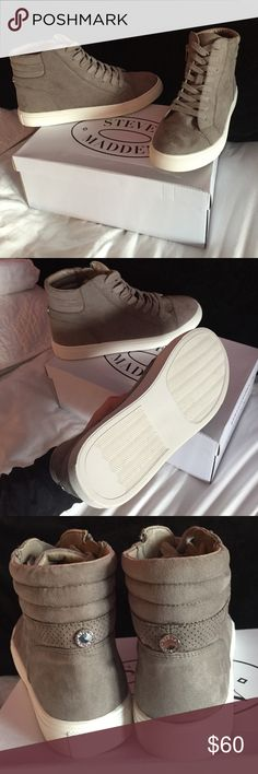 Steve Madden High Top Shoe - Size 9.5 Steve Madden High Top Shoe - Size 9.5 ... NEVER WORN - BRAND NEW --- I will consider offers. Steve Madden Shoes Sneakers