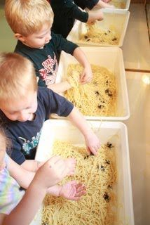 Cooked spaghetti noodles and added plastic spiders. Wow Fun for the Kiddo's Eyfs Activities, Halloween Activities, Autumn Activities, Preschool Activities, Tuff Spot, Incy Wincy Spider Activities, Minibeasts Eyfs, The Very Busy Spider, Home Childcare