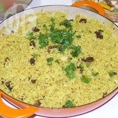 Foto da receita: Arroz indiano com leite de coco, castanha de caju e passas