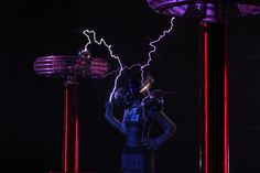 anouk wipprecht and arcattack created a wearable faraday cage dress that discharges one million volts of electricity. displayed at the maker faire 2014