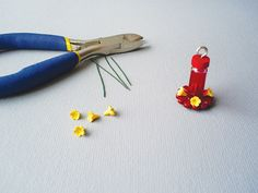 Mini hummingbird feeder project, featured in issue 108 of American Miniaturist Magazine