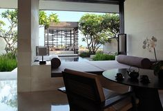 Contemporary cliff-hanger Balinese resort