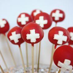 #1.August - Popsticks mit Schweizer Kreuz Swiss National Day, Swiss Flag, Swiss Recipes, Flag Cake, Pie Pops, World Thinking Day, Ideas Para Fiestas, Food Photo, Cookie Decorating