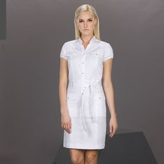 ¿Quién dijo que el blanco no luce? La realidad es que es un color muy noble y versátil. Presúmelo con prendas que tengan detalles en colores contrastantes.
