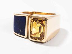 Saphir-Lapis-Ring Blöchliger, Einsiedeln. 750 Gelbgold. Eingeschliffener Lapis mit 1 gelben Saphi