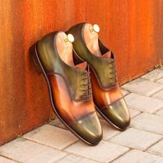 Collection : MTO Men's Oxfords Upper Materials: Italian Calf Leather with a Cognac and Khaki Hand Patina Lining: B rown Calf Leather Sole: F orest Green Leather Sole Last:  Zurigo - Rounded Toe for Traditional English Look Blake Stitched Construction Order this pair as designed or customize them to suit your individual style. Free World Wide Shipping! Note: All of our shoes are handmade when ordered, please allow 4-6 weeks for Delivery. Made in Spain   Not Sure of Your Size? Tr Custom Made Shoes, Custom Design Shoes, Patina Style, Goodyear Welt, Calf Leather, Green Leather, Luxury Shoes, Timeless Fashion, Designer Shoes