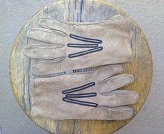 Vintage tan suede gloves / work or gardening by sowandgather