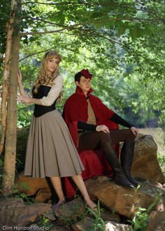 Aurora and Prince Philip cosplay Disney Couple Costumes, Cute Couple Halloween Costumes, Halloween Cosplay, Cool Costumes, Halloween Ideas, Costume Ideas, Disney Cosplay, Couples Cosplay, Disney Halloween