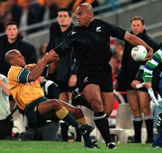 The rugby world is mourning Jonah Lomu a sporting hero who put the code on the world stage. The former All Blacks player died unexpectedly in Auckland on Wednesdayat the age of All Blacks Rugby Team, Nz All Blacks, Sports Today, Usa Sports, Jonah Lomu, New Zealand Rugby, Rugby Men, Sporting Live, Maori