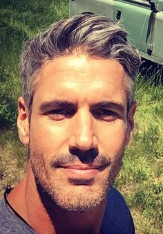 Beautiful Men Faces, Gorgeous Men, Silver Hair Men, Silver Foxes Men, Faded Hair, Hairy Hunks, Gq Men, Handsome Faces, Hair And Beard Styles