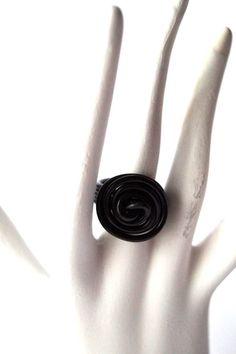 Ring aus Aludraht in Ihrer Wunschfarbe von Modeschmuckstübchen Andrea auf DaWanda.com