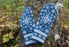 There are 15 different snowflakes in these unique mittens.