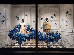 Black Female Egghead Display Mannequins with the butterflies in the background in a window display by Valentino. Fashion Window Display, Fashion Displays, Window Display Design, Store Window Displays, Clothing Displays, Mannequin For Sale, Mannequin Display, Boutique Interior, Tienda Pop-up