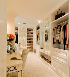 17 Sophisticate and Elegant Woman's Closet Design Ideas