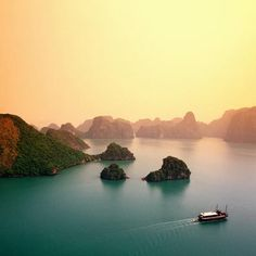 Ha Long Bay - Vietnam - lifestylerstore - http://www.lifestylerstore.com/ha-long-bay-vietnam/