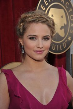 I find Dianna Agron to be one of the prettiest actresses on TV.
