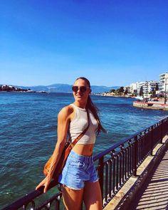 Katerina Dalaka Fitness Women, Athletic Women, Athletes, Fit Women, White Shorts, Greek, Crop Tops, Drawing, Sexy