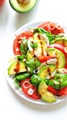 sałatka caprese z awokado Gluten Free Recipes, Healthy Recipes, Caprese Salad, Salads, Lunch Box, Low Carb, Meals, Cooking, Food