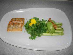 bushcooks kitchen: Frühlingsmenü: Marinierter grüner Spargel mit Zander und Basilikumsorbet
