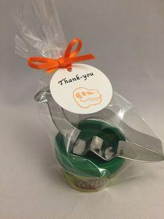 Dino-Party-Gastgeschenke - diese Idee finden wir ganz besonders süß! Vielen Dank dafür Dein balloonas.com #kindergeburtstag #motto #mottoparty #dino #dinosaurier #safari #gastgeschenk #mitgebsel #giveaway #favor
