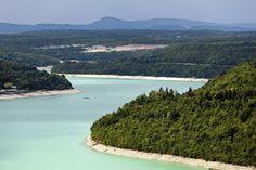 Le lac de Vouglans vu depuis le belvédère des Bourlaches