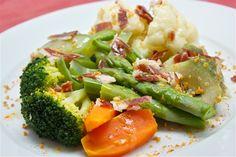Menestra de verduras con jamón ibérico y crujiente de ajo
