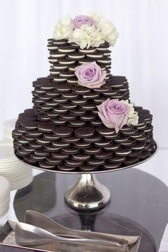 Love Wedding Cakes via brides nontraditional wedding cake oreo cake Bolo Diy, Decoration Buffet, Wedding Cake Alternatives, Traditional Wedding Cakes, Oreo Cake, Oreo Brownies, Nontraditional Wedding, Unusual Wedding Cakes, Oreos