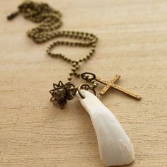 Buffalo Tooth & Cross Necklace #nostalgems #necklace #handcrafted #handmadejewellery #handmadejewelry #jewellery #jewelry #vintage #vintagestyle #buffalotooth #buffalo #tooth