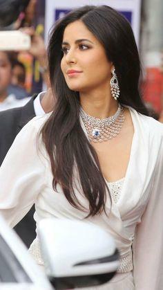 Katrina Kaif Hot Photos And Picture Most Beautiful Bollywood Actress, Indian Bollywood Actress, Beautiful Actresses, Indian Actresses, Bollywood Girls, Bollywood Stars, Bollywood Fashion, Katrina Kaif Hot Pics, Katrina Kaif Images