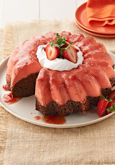 Strawberry Chocoflan- Our spring version. This dessert is filled with strawberries and delicious chocolate.